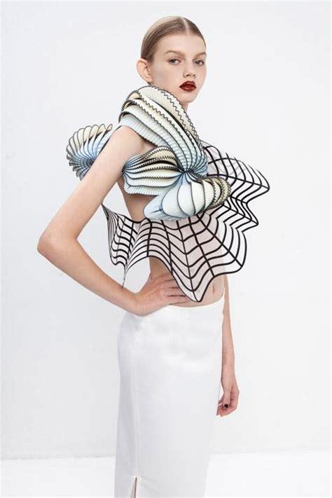 noa raviv shows   amazing  printed fashion