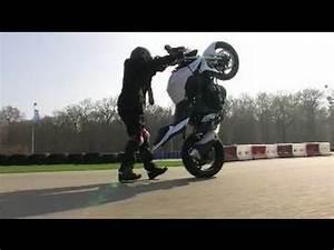 Moto Journal Youtube : la suzuki gsr 750 c 39 est pas pour les lopettes video officielle moto journal youtube ~ Medecine-chirurgie-esthetiques.com Avis de Voitures