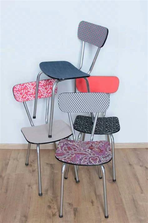 relooker une chaise en formica assemblage de chaises en formica tout en couleurs
