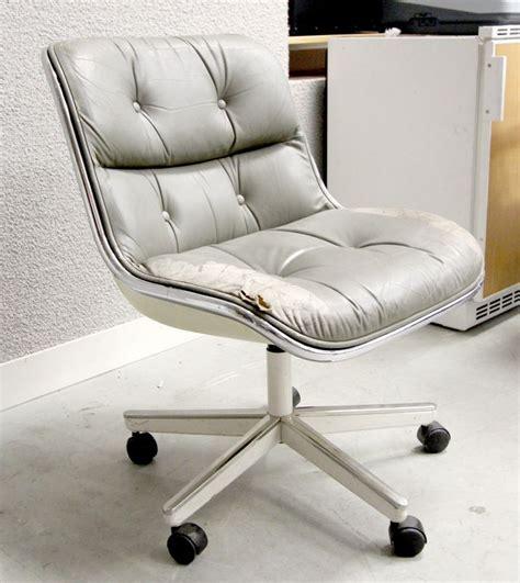 garniture de bureau en cuir charles pollock fauteuil de bureau a coque en fibre de