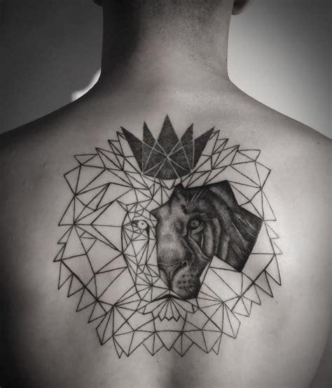 idee tatouage tete de lion geometrique tatouage