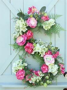 fleurs printemps idees originales pour une belle deco With chambre bébé design avec couronne de fleurs deces