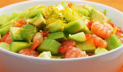 Receptes.lv - Svaigie salāti ar garnelēm