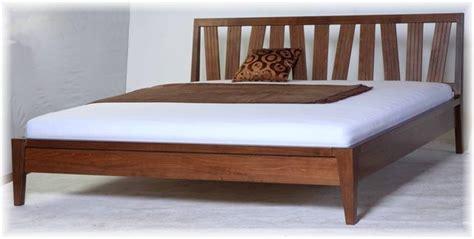 Bett Doppelbett 180x200 Nussbaum Modernes Design Massiv