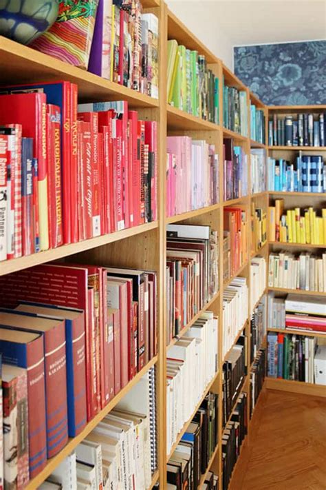 diy rainbow bookshelf organize  books  color