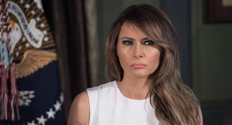 Melania Trump в Твиттере: «Our country encourages freedom of speech, but let's communicate w/o hate in our hearts. No good comes from violence. #Charlottesville»