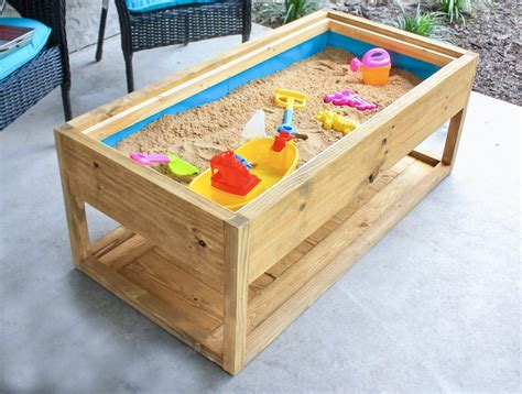 This diy outdoor coffee table may look complicated, but if you have a pocket hole jig, you can make it easily! DIY Outdoor Coffee Table - Handmade Haven
