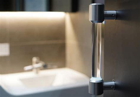 Students develop self-sanitizing door handle - TechSpot