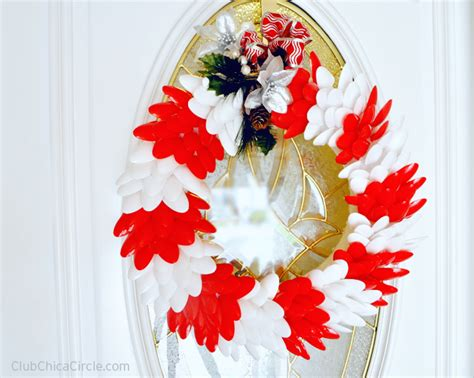 plastic spoon peppermint inspired holiday wreath