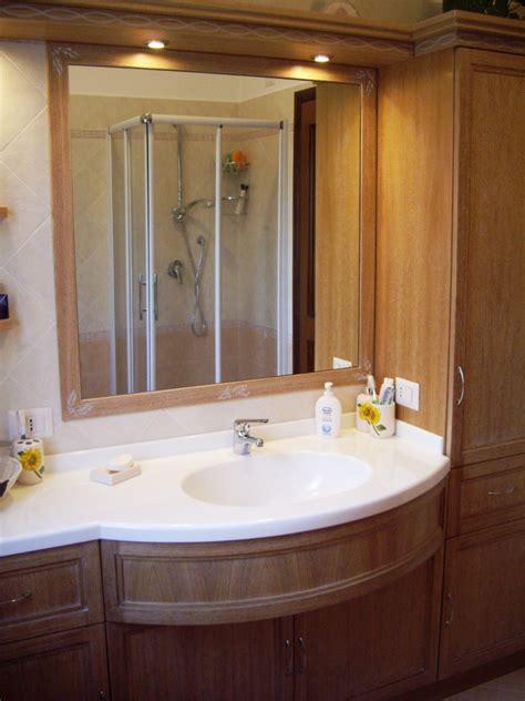 mobile bagno  piano sagomato  lavello  corian