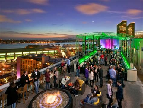 Marriott Gasl Rooftop Bar by San Diego Summer Sizzles And Swizzles At Altitude Sky Lounge