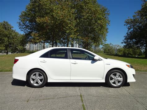 Toyota Camry Se 2014 by 2014 Toyota Camry Hybrid Se Road Test Review Carcostcanada