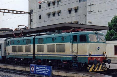 Am 20 Juni 2001 Lauft E 656 011 Um In Chiasso