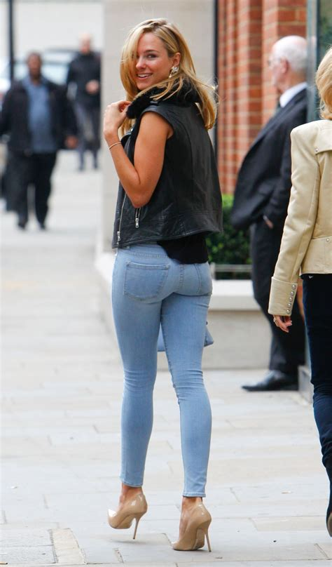 Pin On Celebrity Jeans And Tight Pants Style