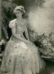 princess elizabeth wears norman hartnell wedding dress With wedding dress of princess elizabeth