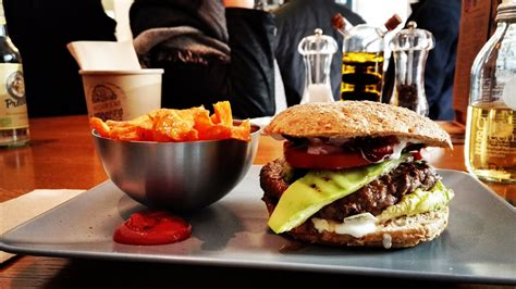 cuisine burger hamburger and chips fast food dinner wallpaper and