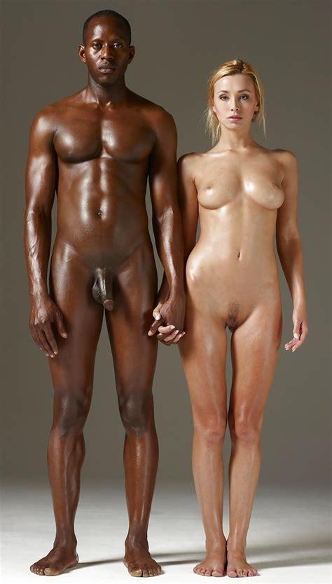 Couples Standing Naked Together Beelden Van