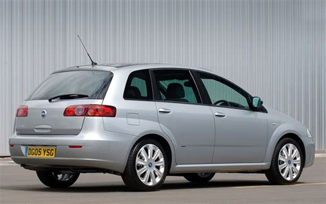 Fiat Croma Hatchback Review (2005