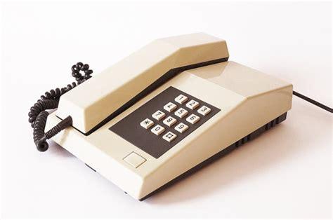 horloge sur le bureau unifoon téléphone rétro vintage 1980 pulse touche téléphone