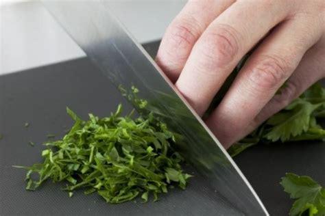 les herbes de cuisine comment ciseler des herbes technique de cuisine