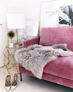 Haus Mit Dem Rosa Sofa : die besten 25 samt sofa ideen auf pinterest blaues ~ Lizthompson.info Haus und Dekorationen