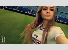 Hija de Paco Jémez apoya al Cruz Azul en el Estadio Azul