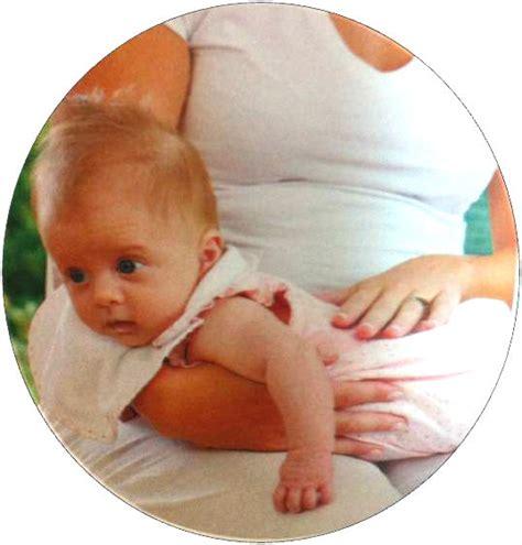 posizione neonato il ruttino neonato e la posizione la