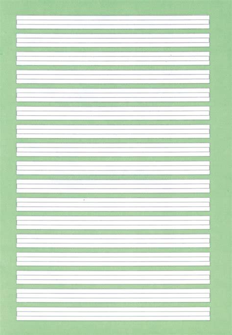 Ein beigelegtes linienblatt ermöglicht gerades schreiben.weitere informationen zum dopppelheftformat:. Heft A4 Nr. 2 liniert, grün hinterlegt (2. Klasse)   günstig online kaufen   MIFUS.de