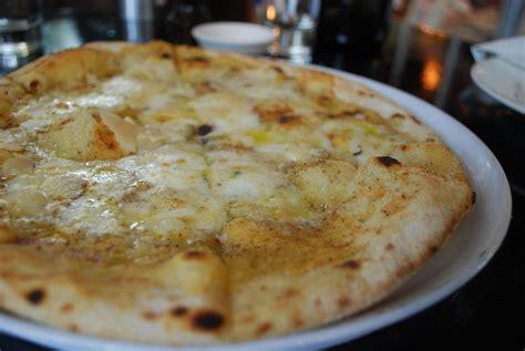 Ricetta Pizza ai 4 formaggi   Ricette di ButtaLaPasta