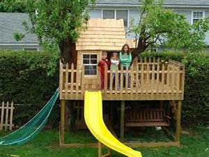Baumhaus Für Kinder : baumhaus f r kinder mit einer rutsche in gelber farbe baumhaus bauen schaffen sie einen ort ~ Orissabook.com Haus und Dekorationen