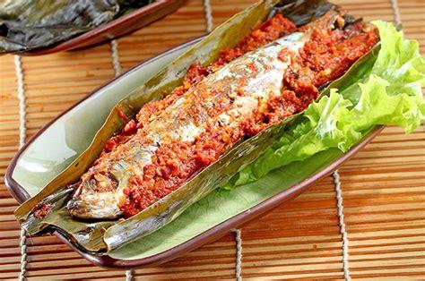 Resep pepes ikan mas ini bisa menjadi salah satu sajian wajib disantap bersama keluarga. Resep Pepes Ikan Mas Makanan Tradisional Sunda