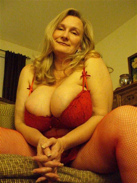 Mature Dee Porn Pic From Busty Mature Amateur