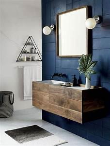 Dunkles Holz Name : dunkle holz bad schrank mit schubladen auf einer kontrastierenden marinemauer f rd szoba ~ Markanthonyermac.com Haus und Dekorationen