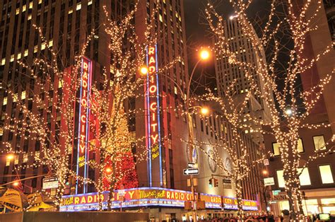 New York Christmas Lights | Fashionista Weddings