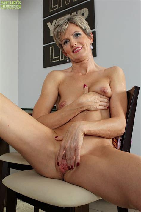 Karups Older Women Petite Older Babe Melanie Flashing
