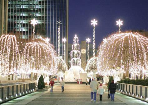 festive christmas towns  connecticut