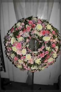 Beerdigung Schöne Ideen : blumenkranz in rosa weiss f r beerdigung blumige trauerkr nz wreaths door wreaths und ~ Eleganceandgraceweddings.com Haus und Dekorationen