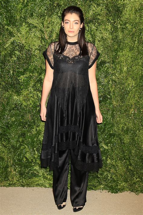 Анонс выступления на шоу трек «stoned at the nail salon» появился в плейлисте new music friday в apple music, но. Lorde Says Bye to Teen Years, Hints at New Album in ...