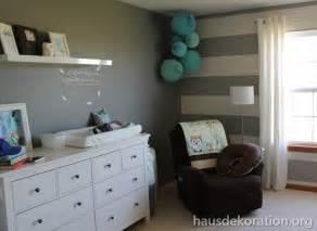 babyzimmer inspiration 2013 02 babyzimmer dekorieren streifenß wand grau weiß papierkugeln 39 s memoboard