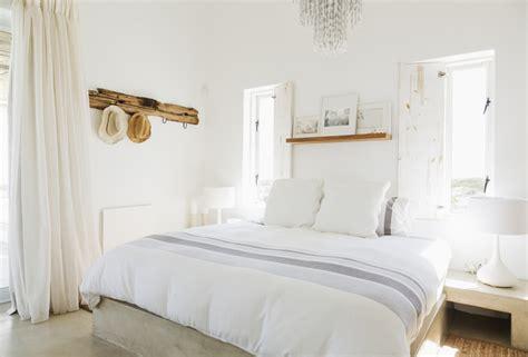 small white bedroom come trarre il meglio da una da letto piccola casa it 13356