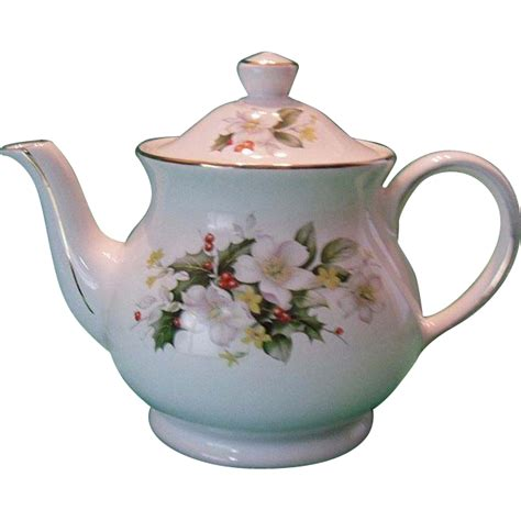 christmas teapots made in england sadler of seasonal teapot from rubylane sold on ruby