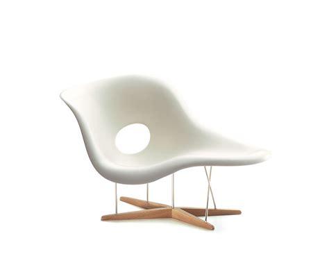 charles eames chaise miniature eames la chaise hivemodern com