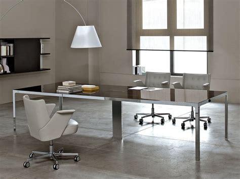 scrivanie particolari tavolo quadrato struttura metallica piano in legno