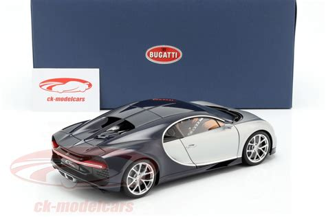 The chiron is the fastest, most powerful, and exclusive production super sports car in bugatti's history. AUTOart 1:18 Bugatti Chiron Baujahr 2017 silber / atlantic ...