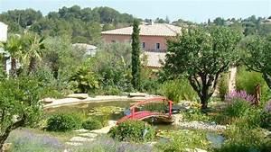 ambiance quotjardin japonais avec plan d39eau With amenagement petit jardin mediterraneen 4 jardins mediterraneens mediterraneen jardin other