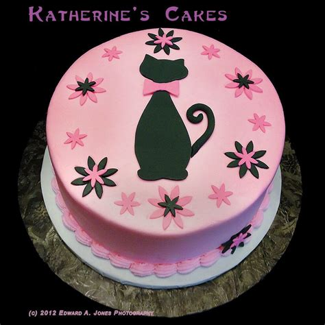 We've got the perfect cat birthday cakes and gifts to celebrate your kitty's special day. very stylish cat cake! | Cat cake, Birthday cake for cat, Image birthday cake