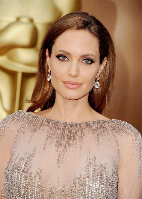 foto de Angelina Jolie's Hair and Makeup at Oscars 2014 POPSUGAR