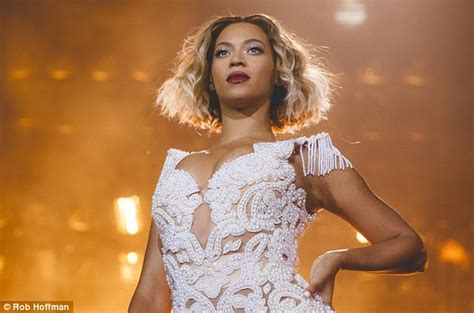 Beyonce Ditches Hair Extensions To Unveil Wavy Blonde Bob