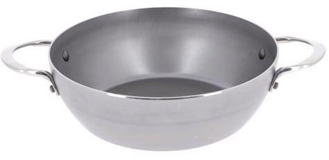 une sauteuse en cuisine grande sauteuse acier minéral de buyer à 2 anses