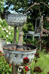 Bett Für Den Garten : auch alte backformen eignen sich als blumentopf garten balkon pflanzen pinterest ~ Frokenaadalensverden.com Haus und Dekorationen